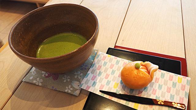 抹茶と上生菓子をオーダー。なにこのクオリティ!