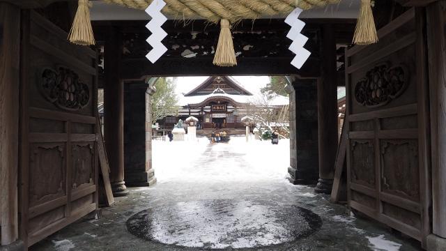 奥は普通の神社。