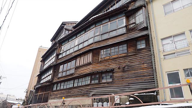 建て増しを重ねた、大正時代からある建物。すごくかっこいい。