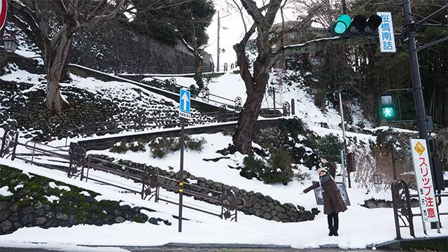 少し歩くとW坂と呼ばれるフォトジェニックな階段も。