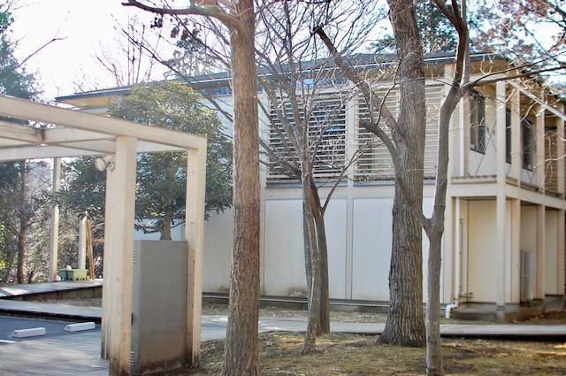 SFCキャンパス内の研究棟、通称ドコモハウス。