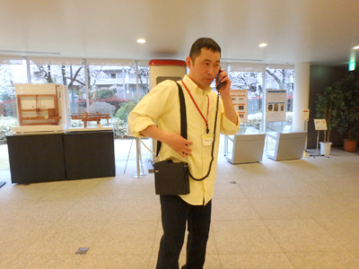 デイリーでは馬場さんがこの記事で「ショルダーフォン」を体験してました。重さが3kgあるらしい。