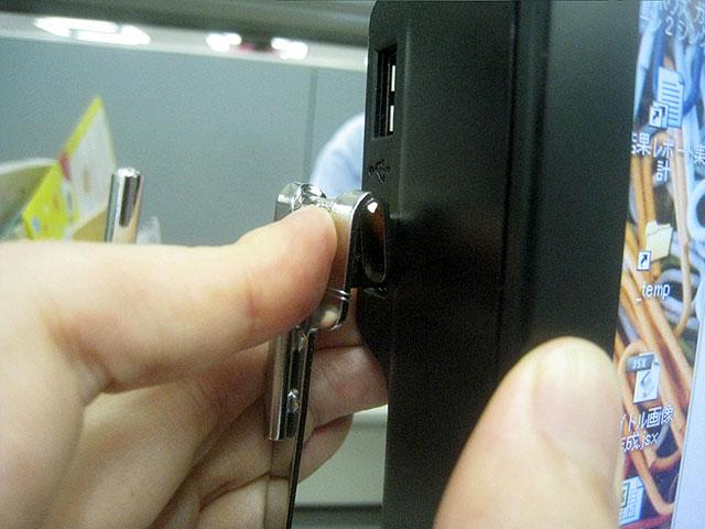 USBを挿したときのピコッていう音は鳴らず、windowsには完全に無視されたかたち