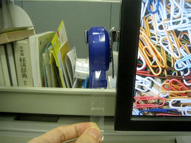 テープカッターを引っかけてトイレットペーパー風に使うことも