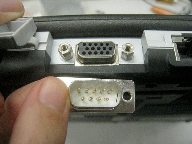 モニタのコネクタはネジ付なのでさらに強いかと思われたが、うっかり違う端子を買ってしまったので製品化ならず…