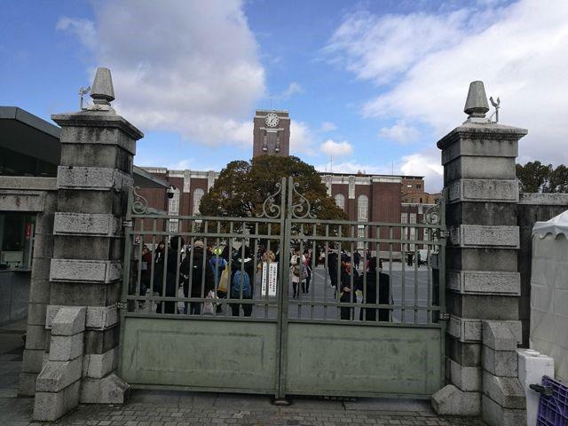 ちなみに京都大学が吉田神社の真裏にあって一般開放されていた。受験生らしい子たちが写真を撮っていて心にグッとくるものがあった。