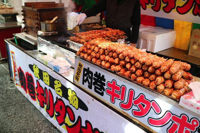 吉田神社の節分祭では他県のグルメも出店しているのがおもしろい。