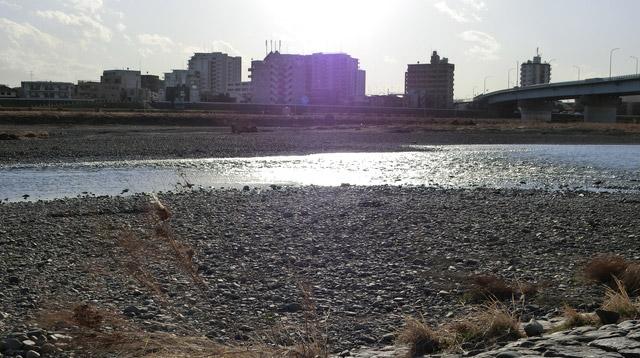 恥ずかしさも川へ流してしまいたい。