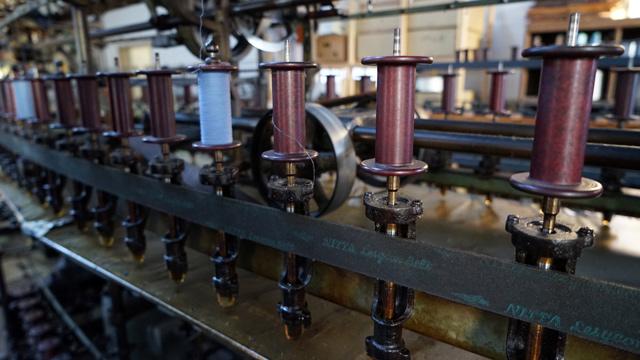 糸を撚ったり整える機械の展示がかっこいい。相模田名で見た農機よりがぜん工業的な感じだ。