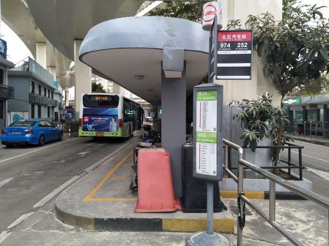 上海の974路という路線バスに乗ります。
