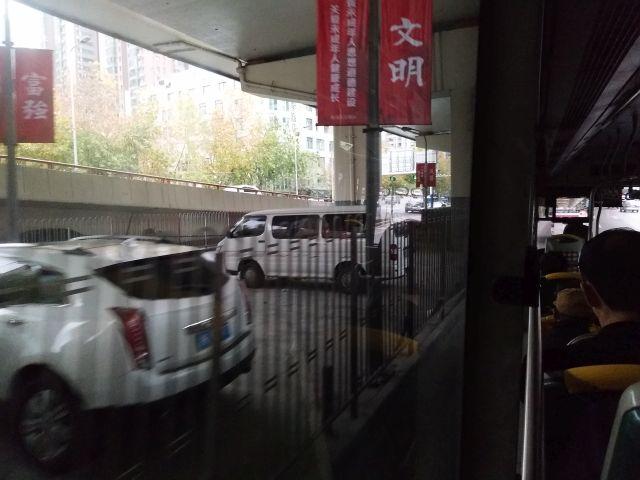 路線バスの見どころ「プロパガンダ」。中国ではどこでもそうかも。