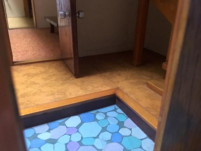 玄関の石畳や床の木目の再現とか