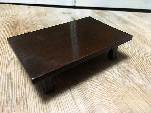 一見するとシンプルな座卓だけど...