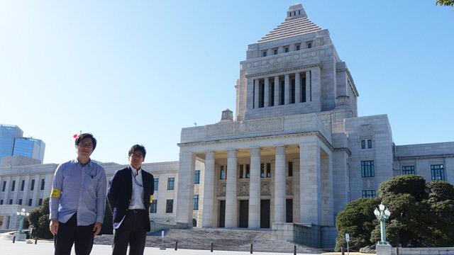 左から、西村、西本さん、国会議事堂。議事堂の色白さよ