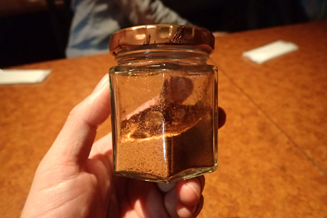 小松さんにいただいたバルバレ。なんというか乾いた辛さで、塩味と酸味もあってクセになる味。