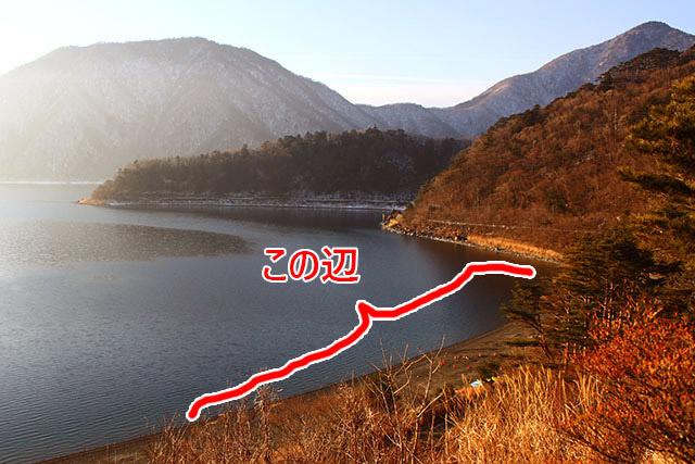上から見るとこんな感じ。湖畔一帯でキャンプ出来ます。