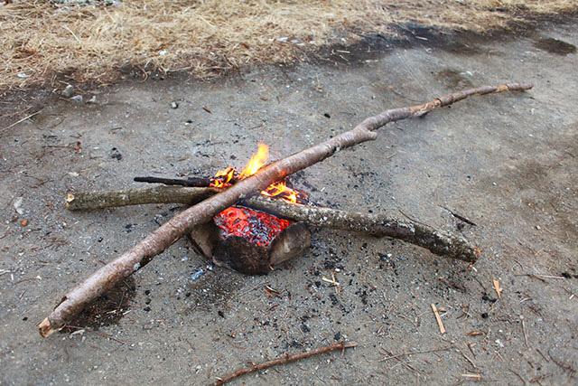 3回くらい焼き切れば使いやすい長さになるだろう。