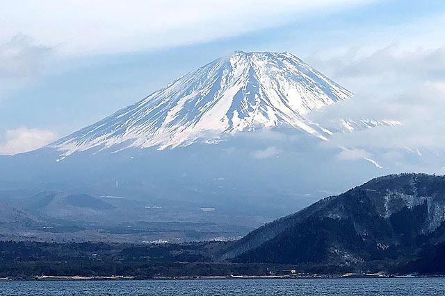 そういえばいつの間にか富士山が顔を出してました。デカい。