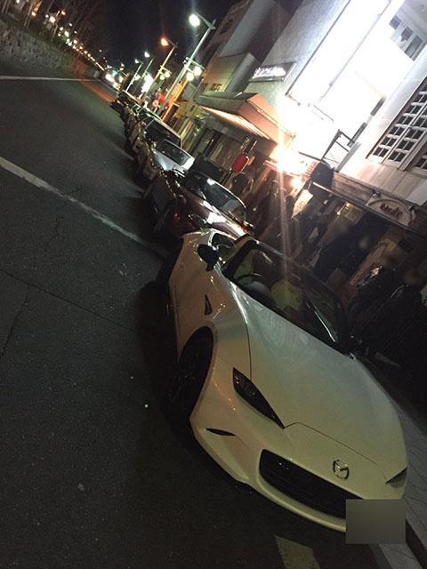 ロド芋に訪れるお客さんの車もカッコイイ! こちらは鎌倉の様子(えるろこさんTwitterより)