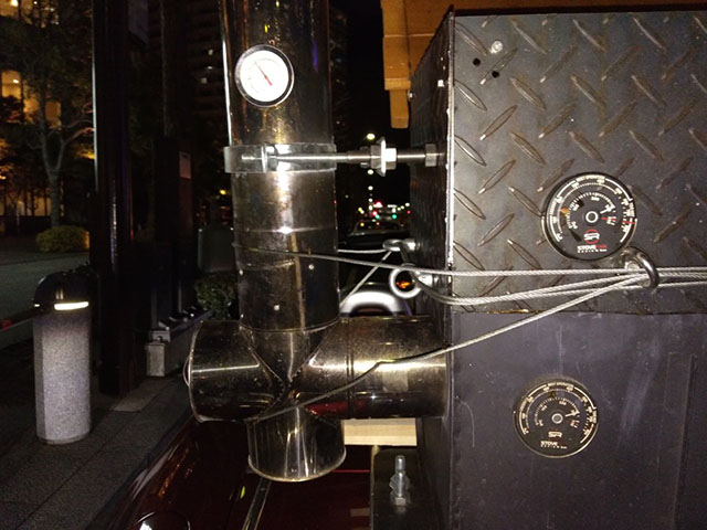 焼き器の上段、下段、煙突と3つの温度計を管理している