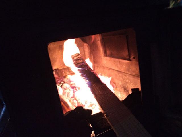 薪は鎌倉在住の友人から仕入れているという