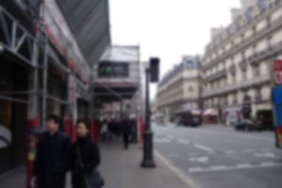 なにげなく撮った街の写真にもパリッコさんに似た人がうつりこんでいた