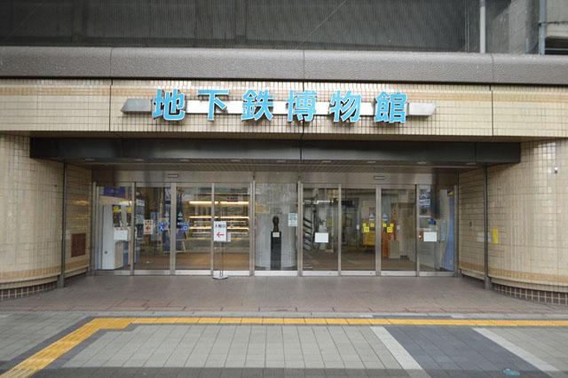 地下鉄なのに高架を走る東京メトロ東西線の葛西駅高架下にある。