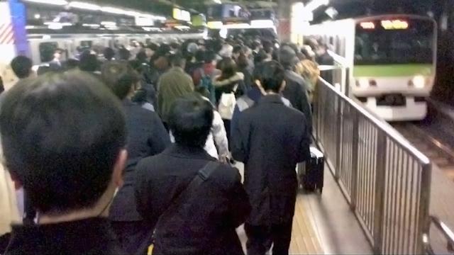 ちなみに集合場所である東京駅に向かう途上、電車が止まり都心の駅はたいへんなことになっていた。開始に向けて帰宅難民気分が高まる。