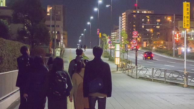 東京駅から千葉方面へ、帰宅難民の気持ちになってみんなで歩いてみました。