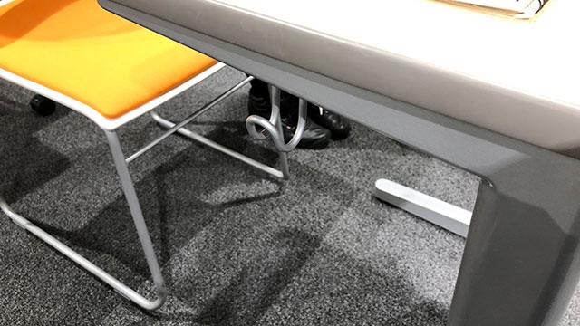 それでも机の横にかばんをかけるフックがあるのは安心する