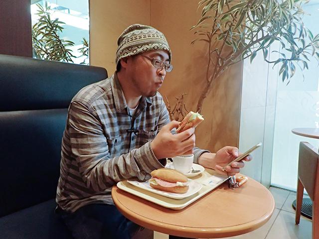 ミラノサンドAは安定してうまいよねー(素で普通にランチ食べてます)。
