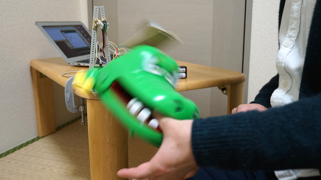 おもちゃのワニが繰り出す必殺技、デスロール!