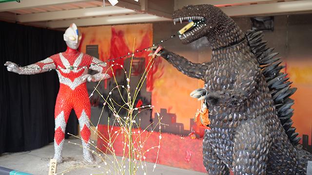 ゴジラ対ウルトラマンの展示である。二つめでまさかの特撮ものとは…