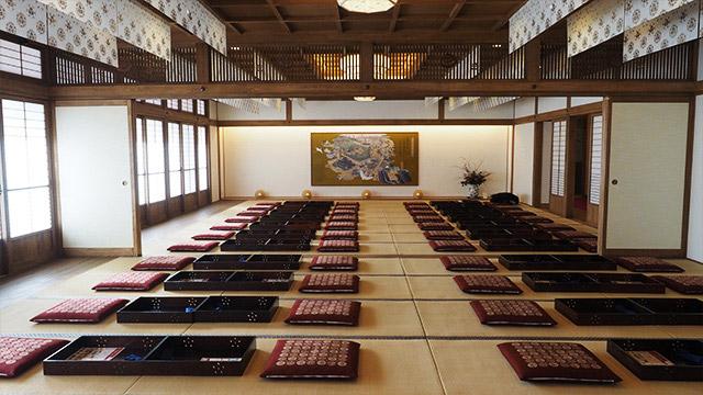 2階は大広間のお座敷と、奥には立派な個室が並んでいる。