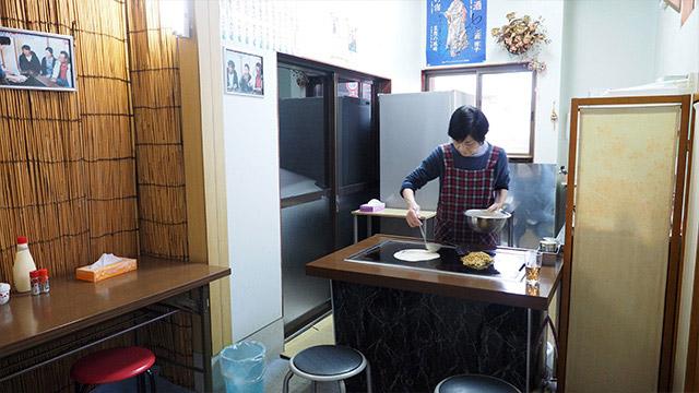 奥のスペースを厨房に改造したそうだ。