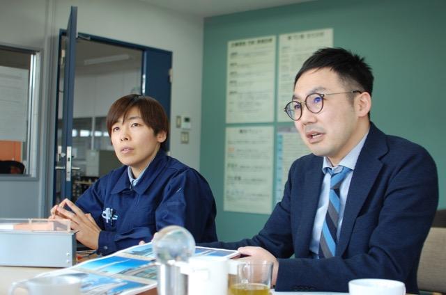 左から、設計担当の茂木(もてぎ)さん。社長の島田さん。