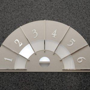 レトロ調の階床表示灯。写真は島田電機製作所ウェブサイト「製品紹介」より。