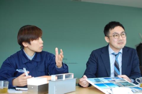 設計の茂木さん(左)と、島田社長(右)