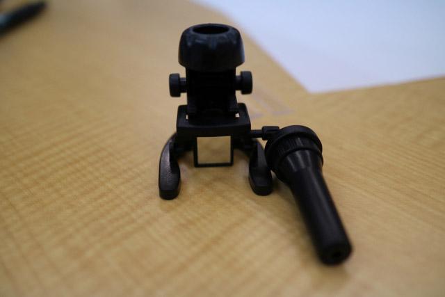 なんと実際に本物の顕微鏡と同じように使用することができるのだ。