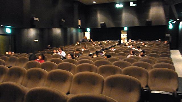 最後の観客たち。朝の半分くらいに減ってしまった。
