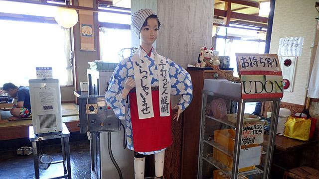 まさかの鳥取で、憧れのうどん生地踏みロボットふみちゃんに逢えました。