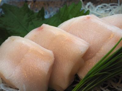 ほら、この艶かしい肉質を見てごらん。『霜降りの白身魚』なんてそうそうないだろう。