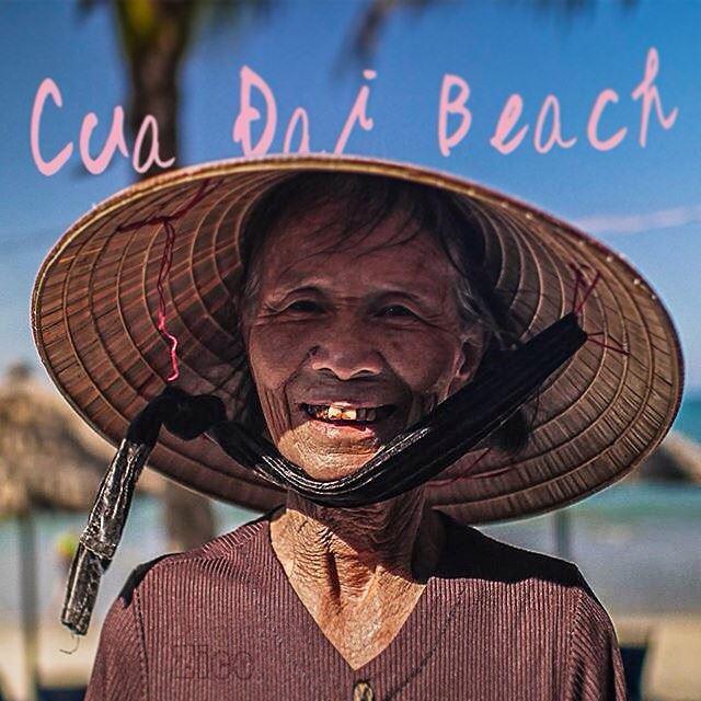 これもさりげにおばあちゃんをくぐってる。ベトナムらしい良い写真。(提供:中村浩二)