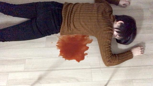 20代女性(身元不明)の死体だ。他殺として調査される。