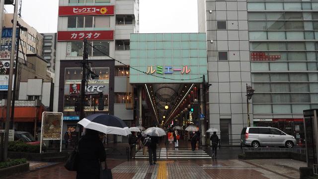 駅前にはけっこう立派なアーケード商店街がある。ここに入るのは18年ぶりくらいか。