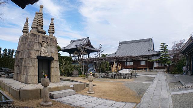 愛知県江南市永正寺。以前来たときはこんなものはなかった。お寺がどんどん新しくなっているのである