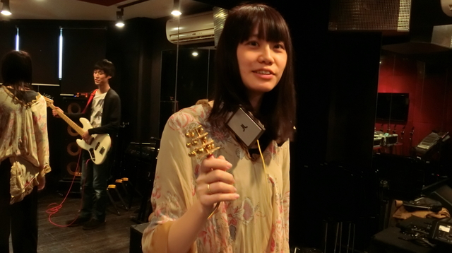 結果、井口さんが持参してきた神社の鈴で演奏することに。異色さが増した。