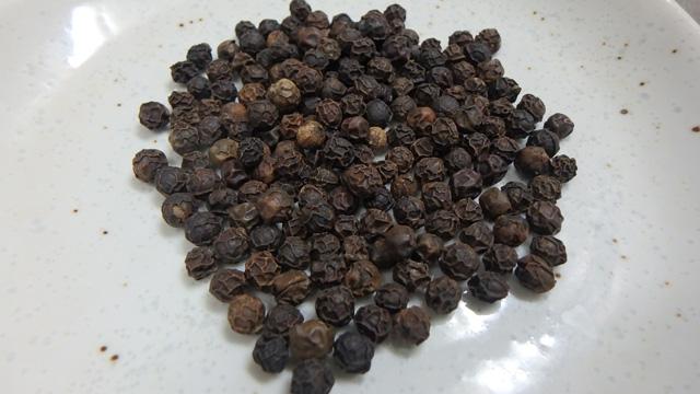 黒胡椒だけはすり潰してからがいいかもしれない。