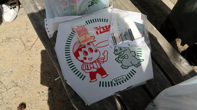 配達の人に、「これ食べに東京から来たんですよー」と要らぬアピールをして受け取る