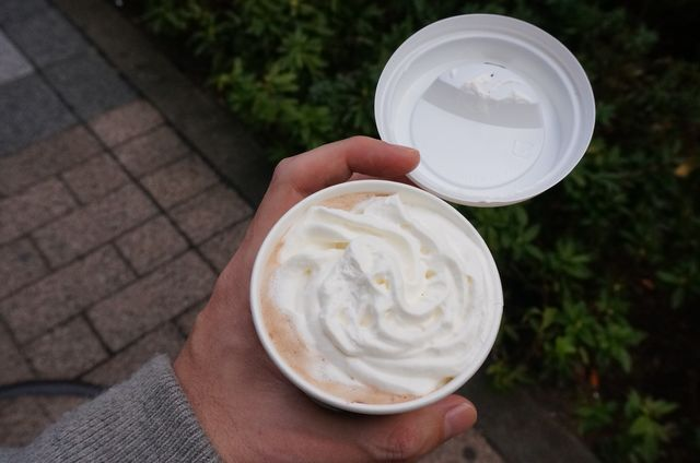 しかもクリームたっぷり、食後のコーヒーというよりデザートに近いようなやつ